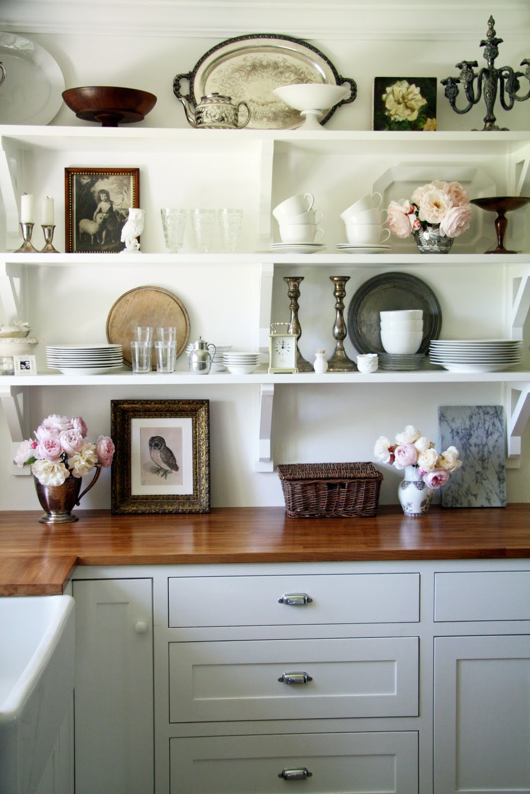 Kitchen planning and design open shelves in your kitchen for Shelf decor items